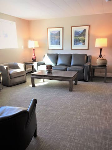 Deluxe Downtown 2 Bedroom Apartment