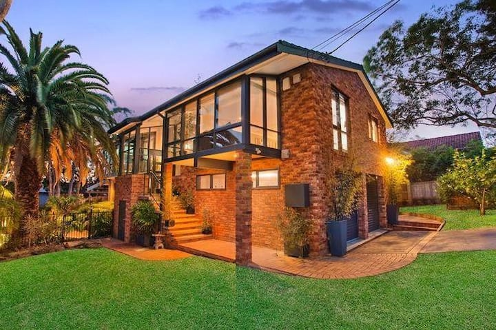 4 Bedroom Family Home w/Pool (10 mins from Manly)
