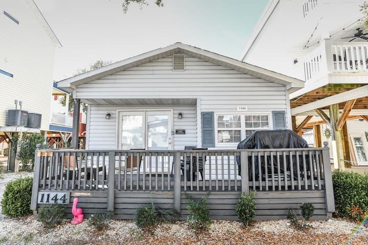 Ocean Lakes Beach Cottage | GOLF CART INCLUDED