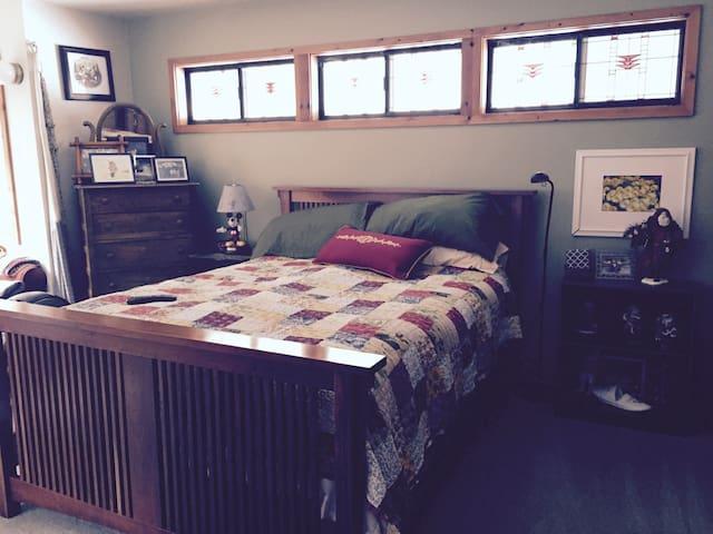 Private room, bathroom - Portola Valley - Ev