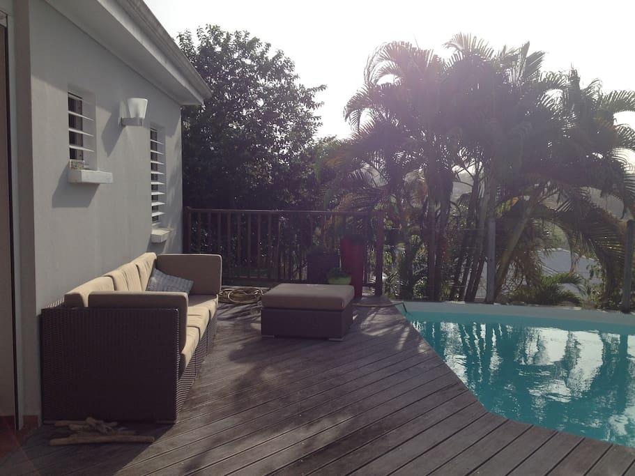 Le salon d'extérieur sur la terrasse