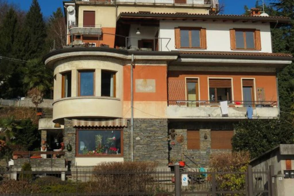 omegna singles Villa for sale rooms: in an excellent position overlooking the lake, we offer an elegant single villa of the late 1800s omegna ask for more.