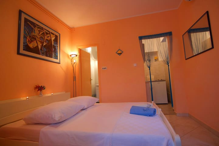 Studio Apartment, 50m from city center, seaside in Mali Losinj - island Losinj, Terrace
