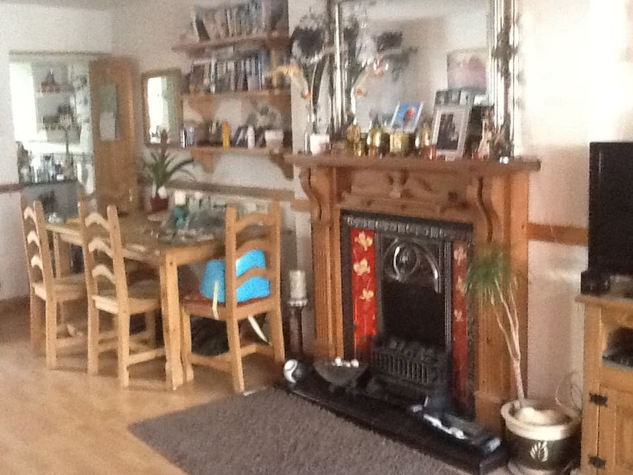 Gas fire table for 6 and door to kitchen and downstairs toilet