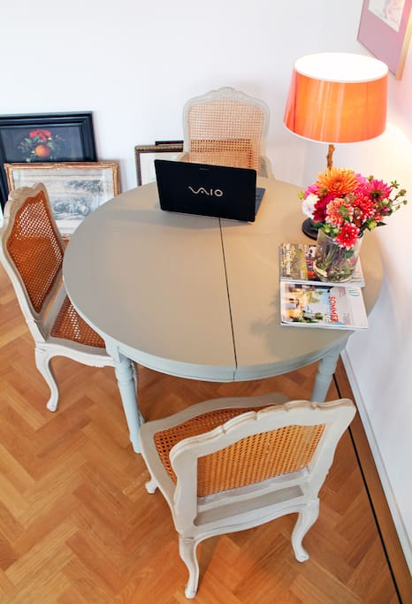 Dining table High speed wifi internet