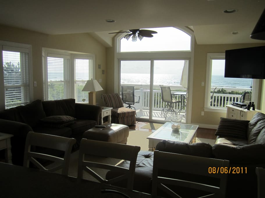 3rd floor Living room and deck with ocean view.