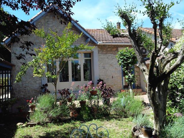 Maison d'artiste avec jardin - Lunel - บ้าน