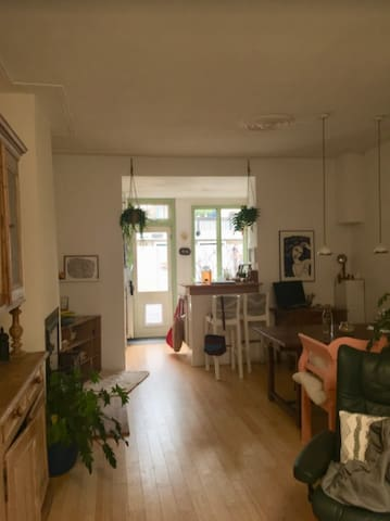 Spacious room in lovely house by Central Station