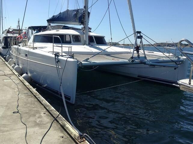Catamaran huge 43' - FP Belize 2006