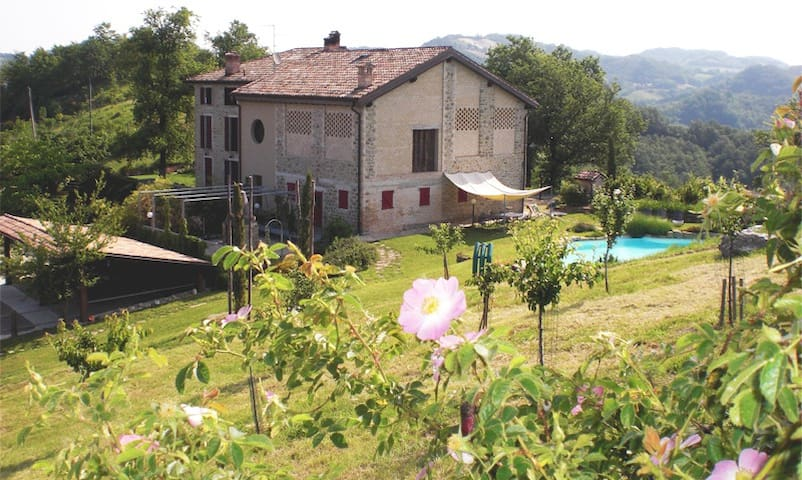 Il Ciliegio_Agriturismo Campo del Pillo - Castelnovo Ne' Monti - 단독주택
