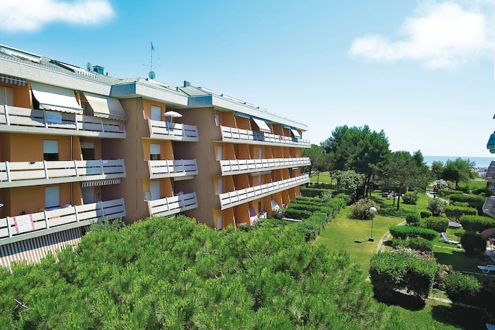 Studio for 3 persons with a/c in Bibione R68781