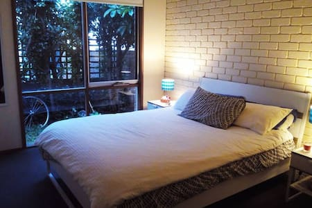 Nice and comfortable room close to the center - Melbourne - Maison