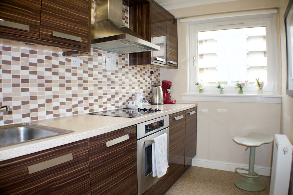 Fully equipped kitchen: perfect for any amateur chef looking to prepare a delicious meal, complete with oven/grill and cooking hobs. The water from the tap is safe to drink too!