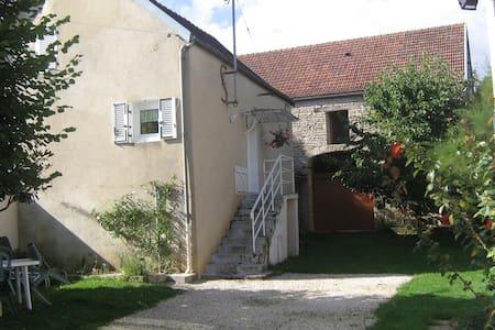 Charmante maison en Bourgogone - Villiers-les-Hauts - บ้าน