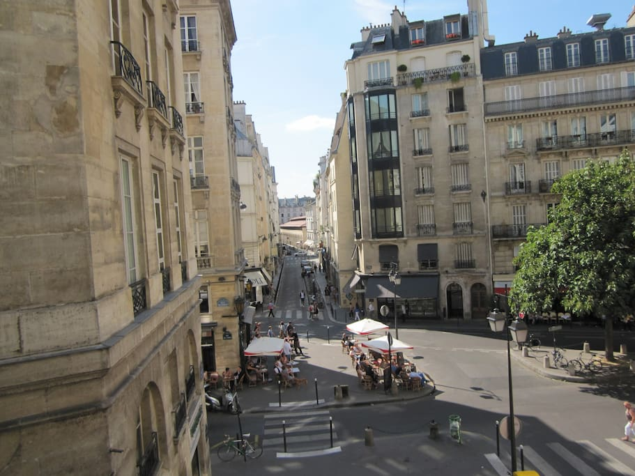 Vue de l'appartement sur la plus jolie place de Paris