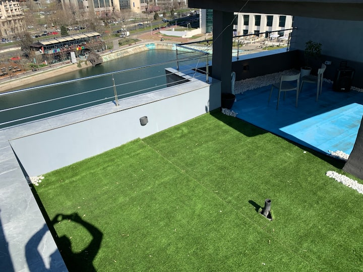 Penthouse Ultra center lake