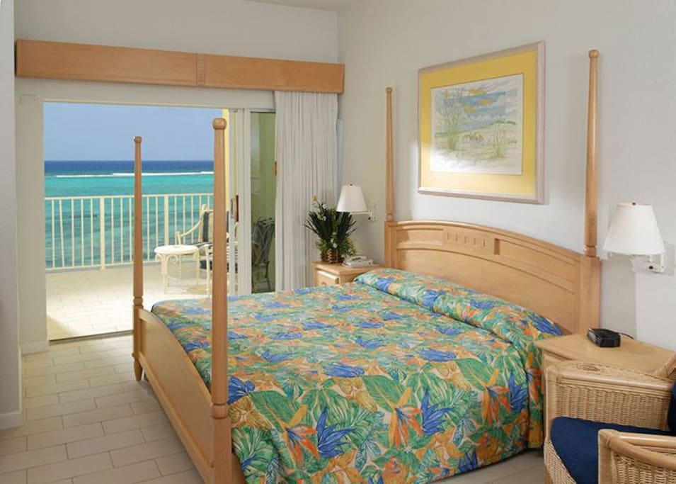 King size bed, beachfront condo