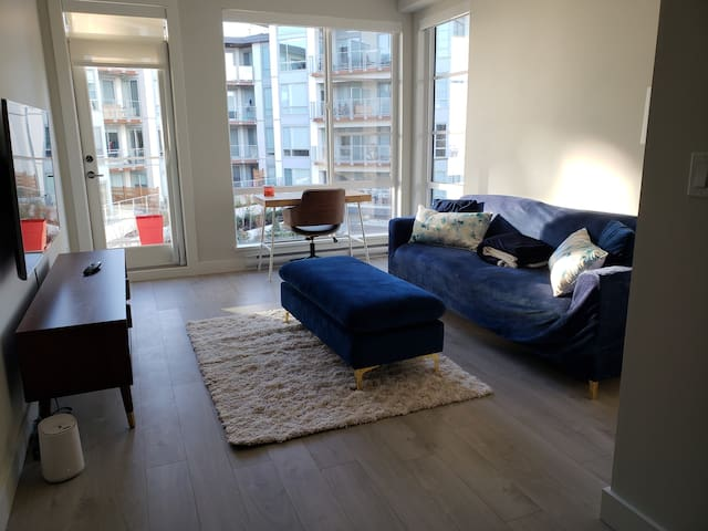 CENTRAL 15 min from downtown! Spacious NEW unit