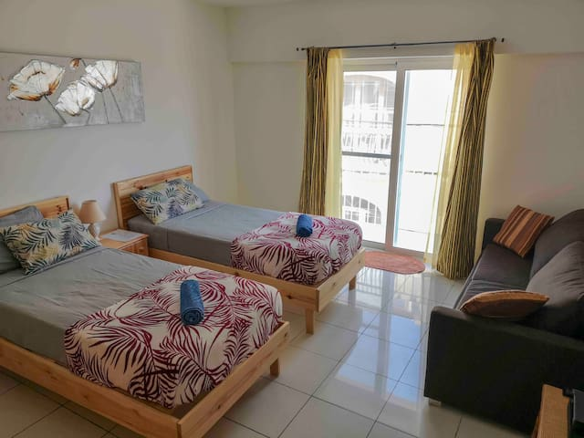 Family room first-floor sea view balcony, single beds or king-size bed available and sofa bed