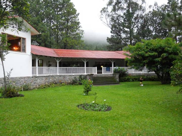 Traditional Boquete property (rooms)
