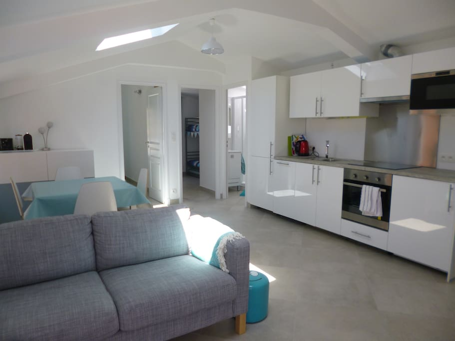 Open plan lounge & kitchen