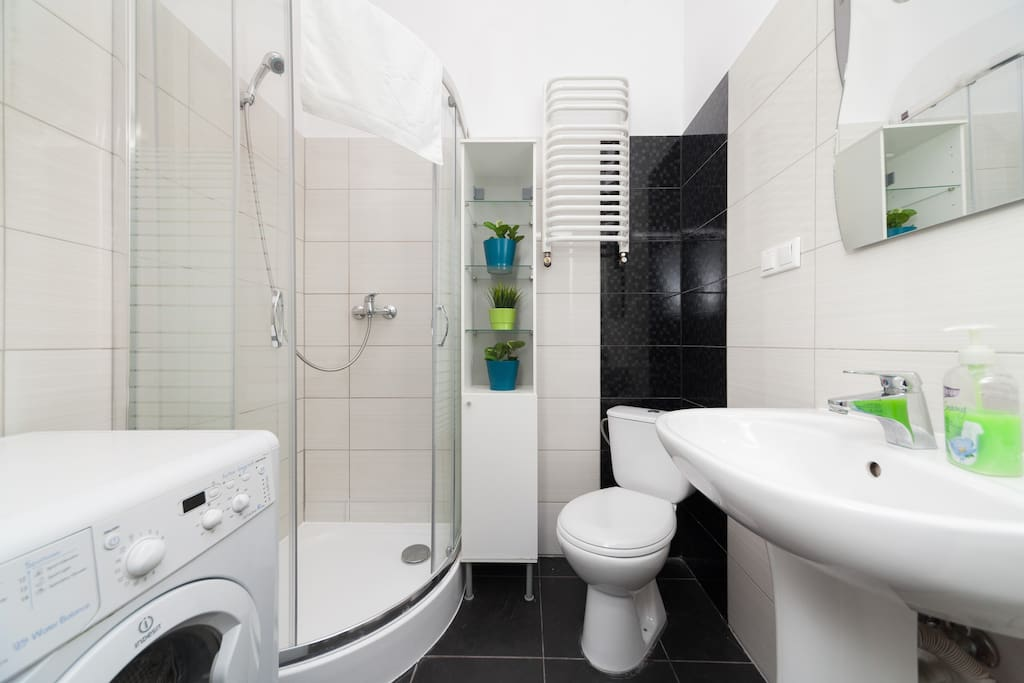 2 x Bathroom with shower
