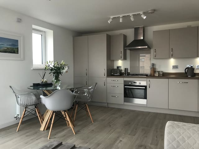 Queensferry Apartment - 15 mins from City Centre