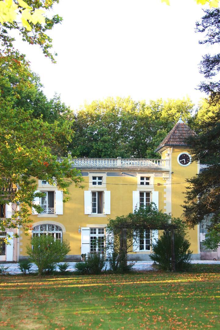 Château de la Prade au bord du canal du Midi
