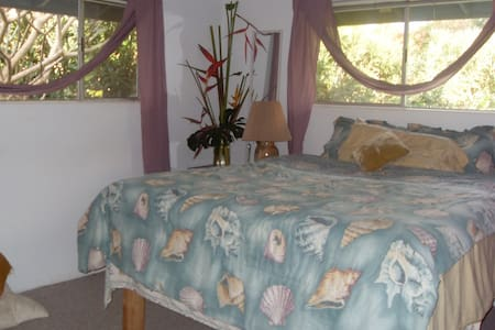 VEGETARIAN,PRIVATE MASTER BED& BATH - Makawao - House