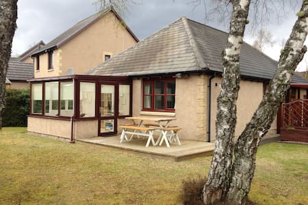 Aviemore Holiday Home + Pool + Golf - House
