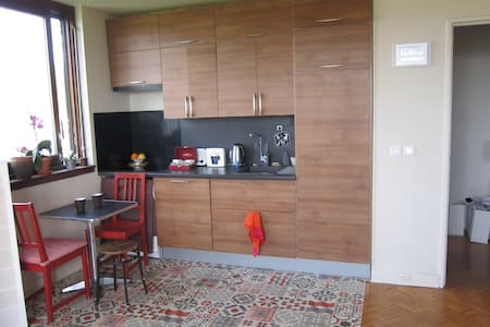 Sunny room with private kitchen ! 30 mn from Paris - Fontenay-sous-Bois - Apartamento