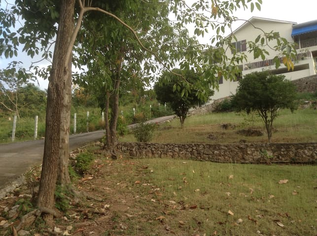Amazing views in Liguanea area SNG - Kingston - Casa