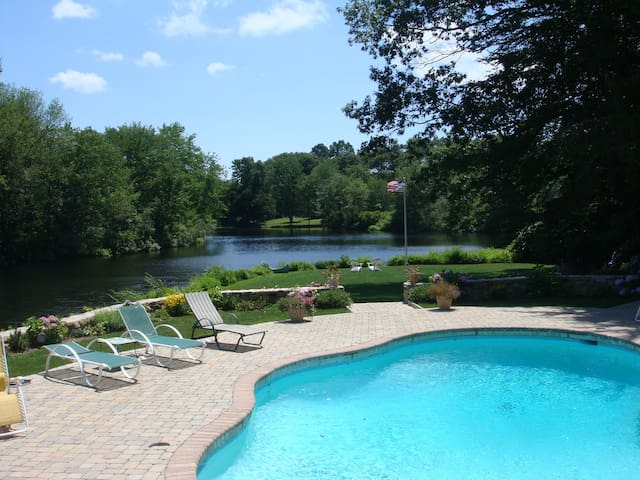 $20k/month Luxury Lakefront Country Home with Pool - Weston - Dům