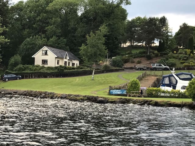Luxurious cottage by the lake sleeps 2-4 people