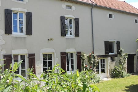 Beautiful cottage in Auvergne - Ébreuil - Talo