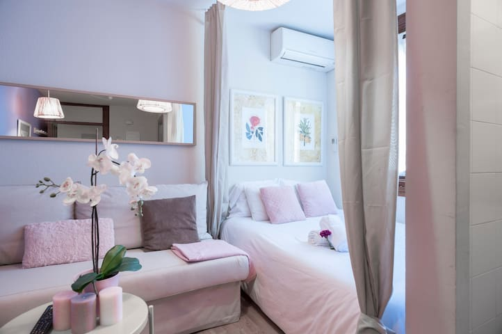 LOVELY APT IN CALLE MAYOR& PUERTA DEL SOL(WIFI/AC)