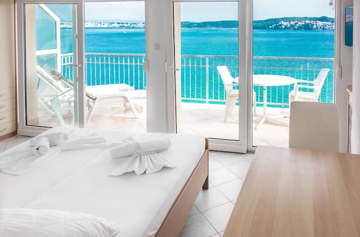 Room with an AMAZING VIEW! For 2! 2.5km > TROGIR!