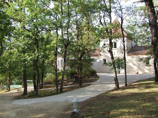 le logis des chênes au calme - Gindou - House