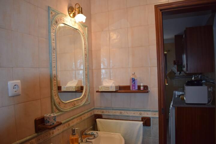 Casa de banho do rés-do-chão/Ground floor bathroom
