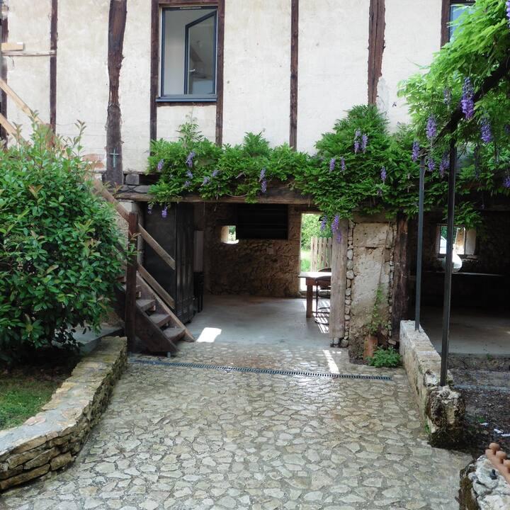 """Chambre d'hotes et salle de bain privée""""La Luire"""""""