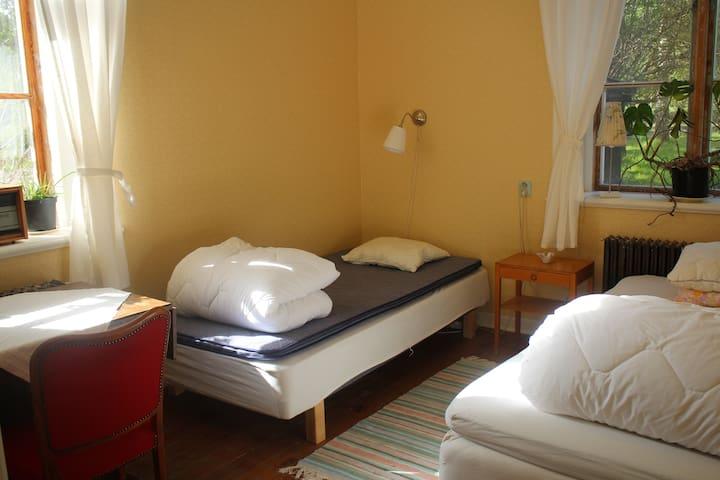 Cosy Room in Eco House! (inc. breakfast)