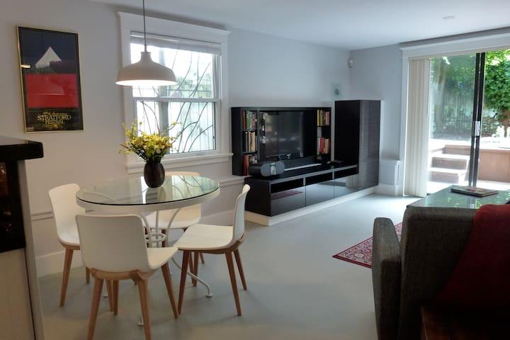 Stylish, modern 2 Bdrm Garden Suite - Vancouver