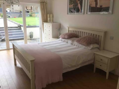 Large king size room with private en suite