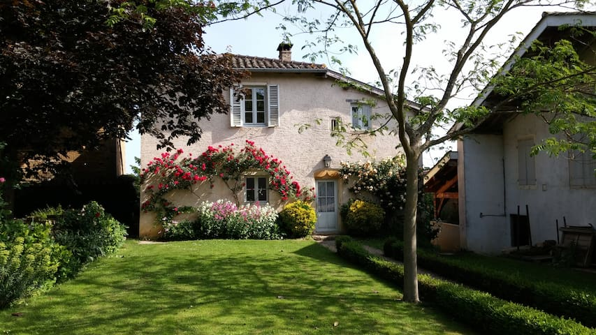 Charming house on Beaujolais - Chaneins - Huis