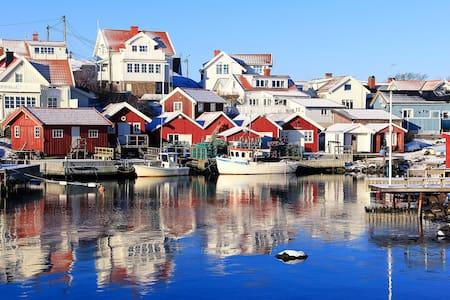 Picturesque west coast island house - Klädesholmen - Дом
