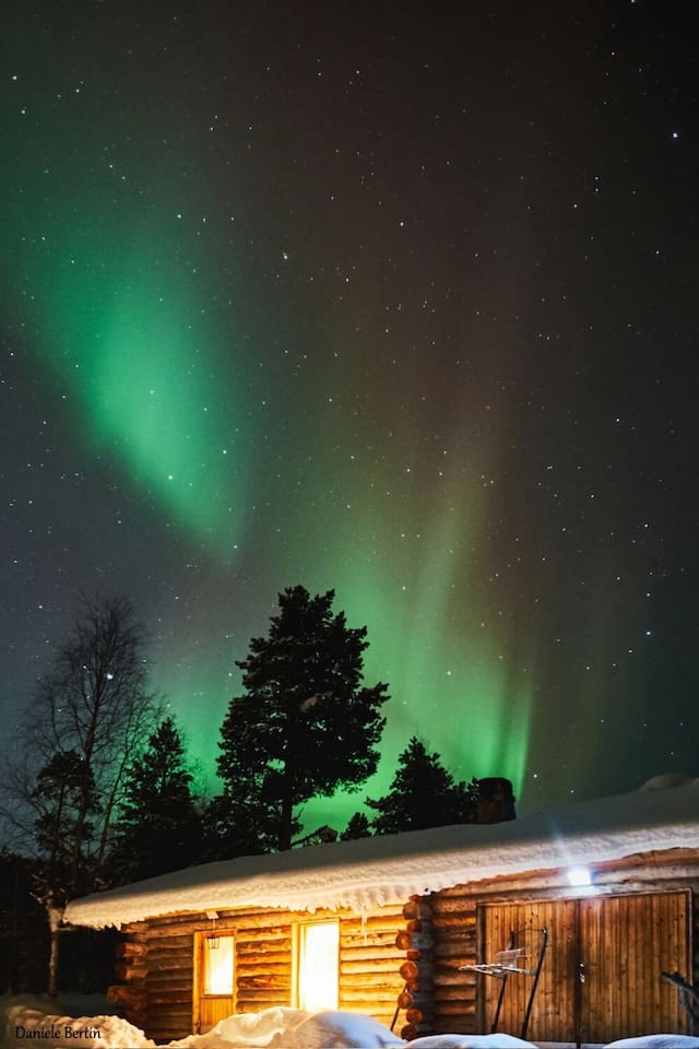 Cabin with nice aurora background, picture taken by one of our guest :)