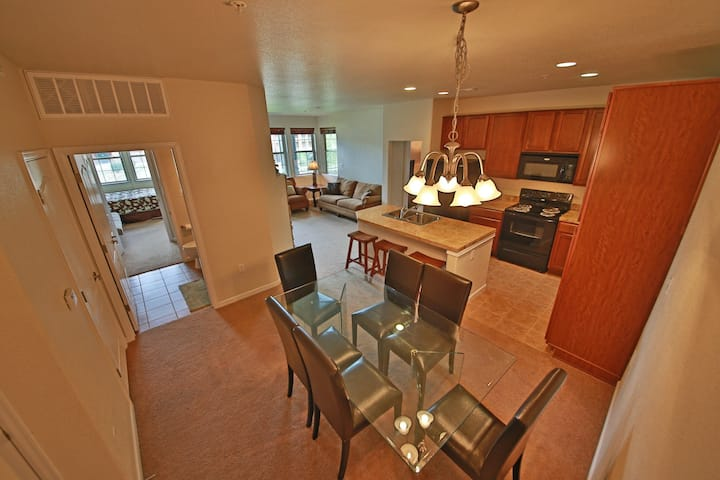 Ideal Family-Friendly Ski Condo w/Free WiFi, Cable, Private W/D, Shared Hot Tub