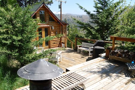 Cute, cozy cabin away from it all - Cedar Glen