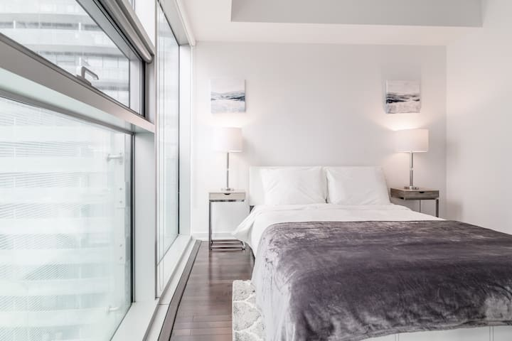 Metropolis Suites - Executive CN Tower/City View