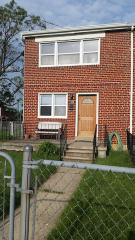 1950's End-Unit Rowhome Near Canton - Baltimore